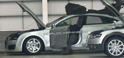 Des photographes ont pu prendre en photos l'Audi A7 dans un garage, et sans camouflage! Une bonne occasion de voir certains éléments forts du design de cette Audi A7.